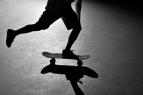 Why Pushing Your Skateboard Mongo Style Is Bad